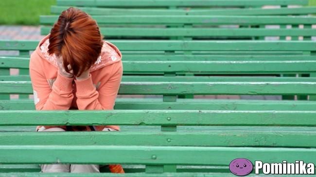 girl-feels-sad